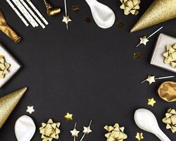 bordure d'anniversaire noir et or avec espace copie photo