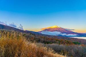 beau mt. Fuji au lac Yamanaka, Japon