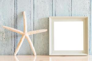 cadre photo vierge en bois vintage avec design de concept d'été