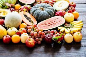 fruits assortis et mélangés photo