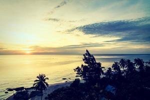 coucher de soleil à l'océan photo