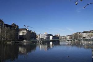 Ville de Zurich, Suisse 2015- bâtiments au bord de l'eau photo