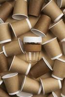 gobelets en papier brun photo