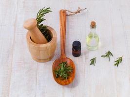 ingrédients naturels du spa huile essentielle de sauge pour l'aromathérapie