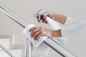 main courante désinfectant les mains photo