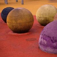 boules colorées sur le terrain de jeu photo