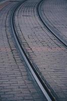 voie ferrée dans la gare, mode de transport ferroviaire photo