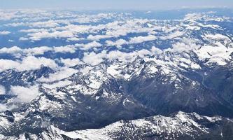 montagnes glaciaires pendant la journée photo