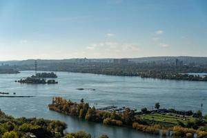 Vue aérienne d'une marina dans la rivière Angara à Irkoutsk, Russie photo