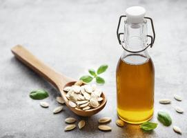 huile de pépins de courge avec graines