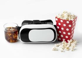 casque de réalité virtuelle vue de dessus et pop-corn photo