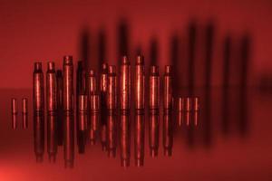 obus de balle à la lumière rouge photo
