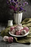 délicieux goodies sucrés en forme de rose photo