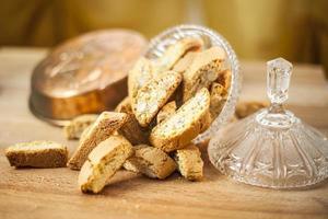 biscotti dans un plat en verre