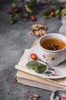 tasse de thé et anis étoilé photo