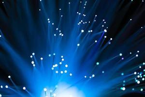nuances bleues de canaux de fibres incandescents photo