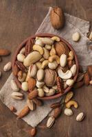 arrangement de noix dans un bol photo