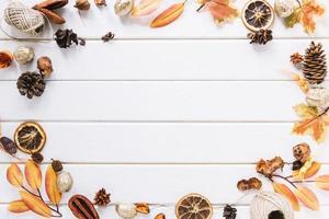 composition de cadre automne sur fond blanc photo