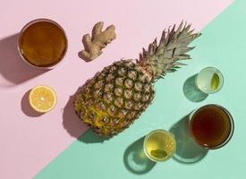 Composition de kombucha à l'ananas et au gingembre photo