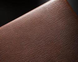 Extreme close-up de cuir marron sur fond noir photo