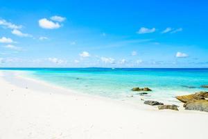 beau fond de plage tropicale photo