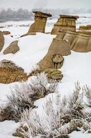 vue sur les badlands en hiver photo