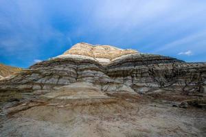 montagnes rocheuses et ciel bleu photo