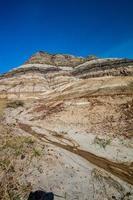 montagnes rocheuses avec un ciel bleu photo