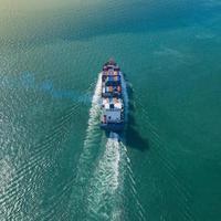 Vue aérienne de dessus du grand cargo porte-conteneurs photo