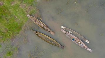 Vue aérienne de dessus des bateaux de pêche en Thaïlande photo