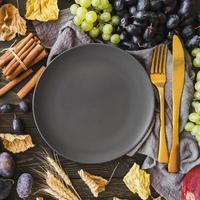 vue de dessus arrangement de fruits avec assiette photo