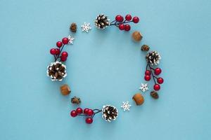 Éléments de couronne d'hiver mignons à plat photo