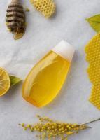 miel avec fleurs photo