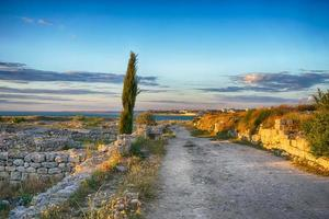 paysage marin avec vue sur les ruines photo