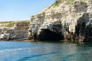 belle vue sur nous nous sommes avec le rivage rocheux de la mer noire photo