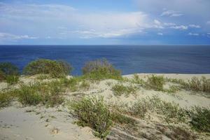 paysage marin désert sur la mer baltique et les dunes de sable photo