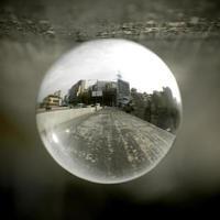 paysage vu à travers la boule d'objectif. photo