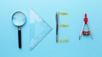 concept d'idée avec des outils disposés photo