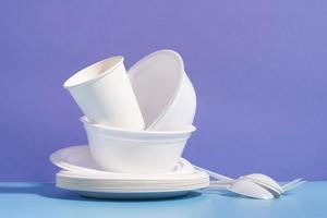 vaisselle jetable blanche photo