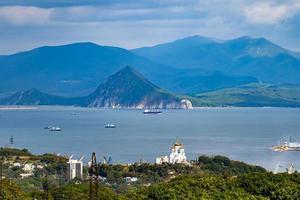 paysage urbain avec vue sur la ville et la baie de Nakhodka photo