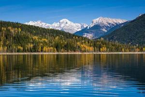 Tomber dans les Rocheuses canadiennes en Colombie-Britannique Canada photo
