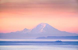 Mount Rainier au lever du soleil photo