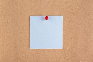 papier vue de dessus avec épingle en liège photo