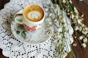 cappuccino aux fleurs photo