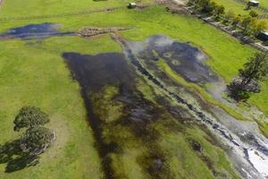 Photographie aérienne d'inondations dans un champ agricole en Nouvelle-Galles du Sud en Australie régionale photo