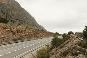 autoroute dans les montagnes photo