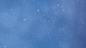 fond bleu monochrome minimal avec des points photo