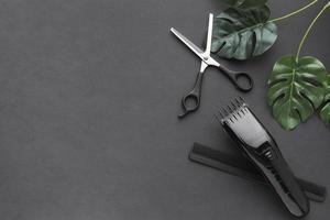 ciseaux et tondeuse à cheveux avec espace de copie photo