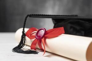 diplôme de fin d'études et casquette photo