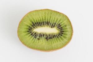 vue de dessus avec kiwi sur fond blanc photo